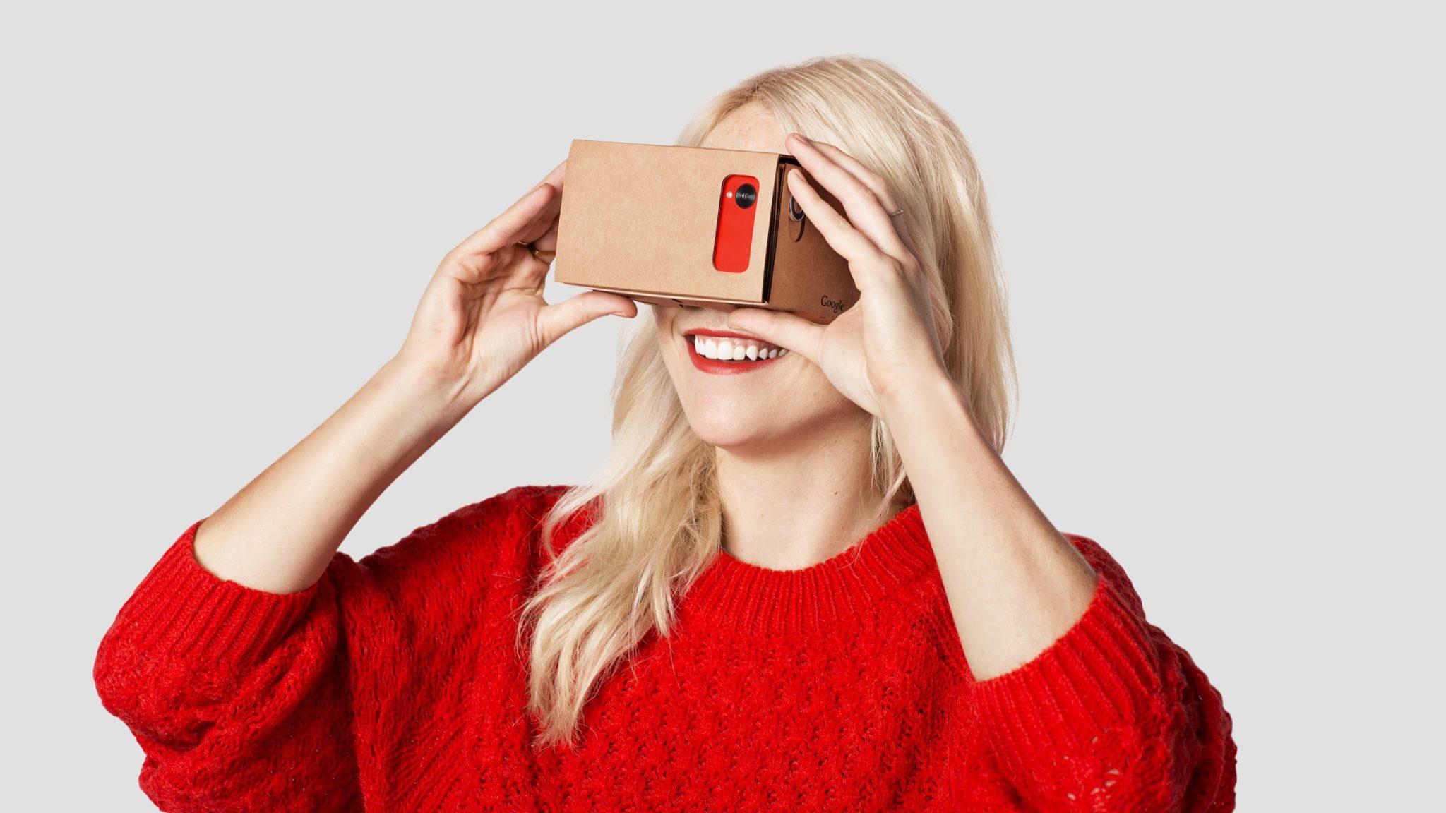 Visionneuse Cardboard de réalité virtuelle offert par Paris Match